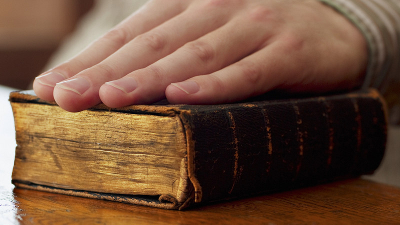 Should Christians Swear On The Bible?
